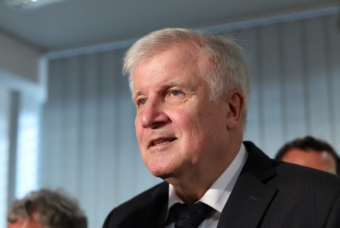 "Photo of Linken-Chefin kritisiert Seehofer im ""taz""-Streit"